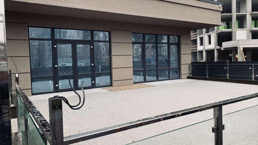 Оренда комерційного приміщення з терасою